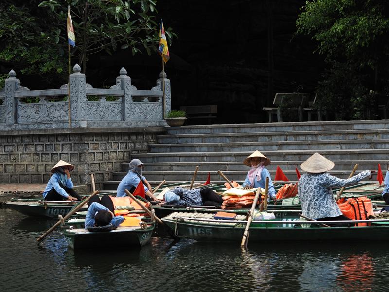 Vietnam's amazing karst landscapes Tam Coc small boat tour