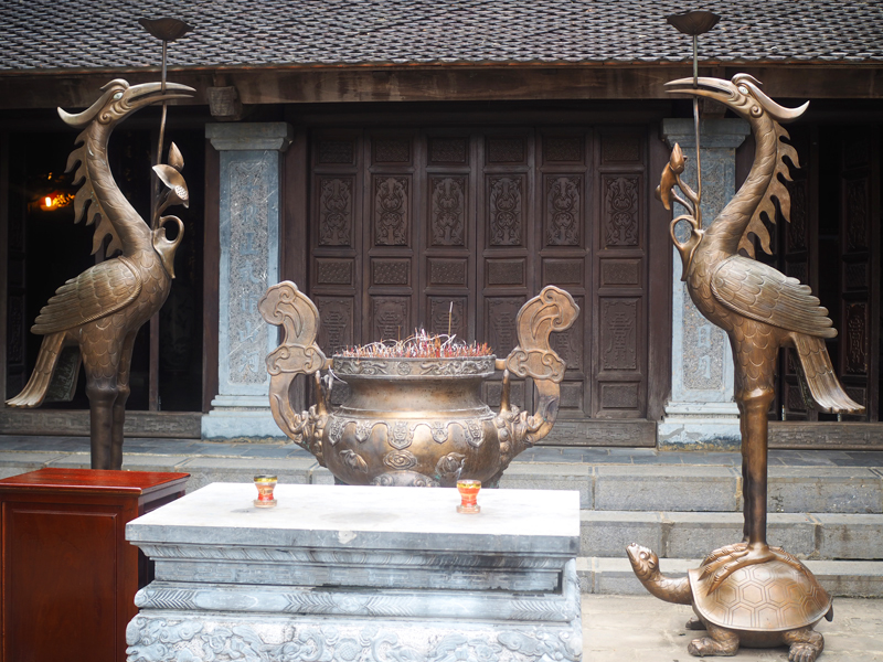 Vietnam's amazing karst landscapes Tam Coc Ninh Binh temple