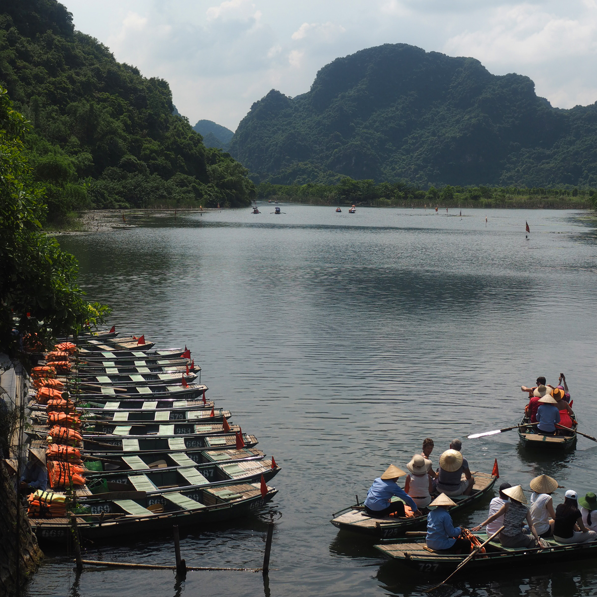 Vietnam | Trang An boat tour + classical boat tour in Ha Long Bay