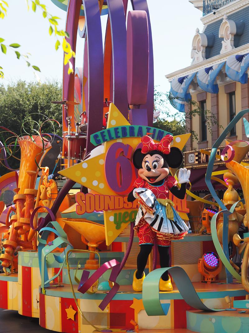 Disneyland California parade Minnie