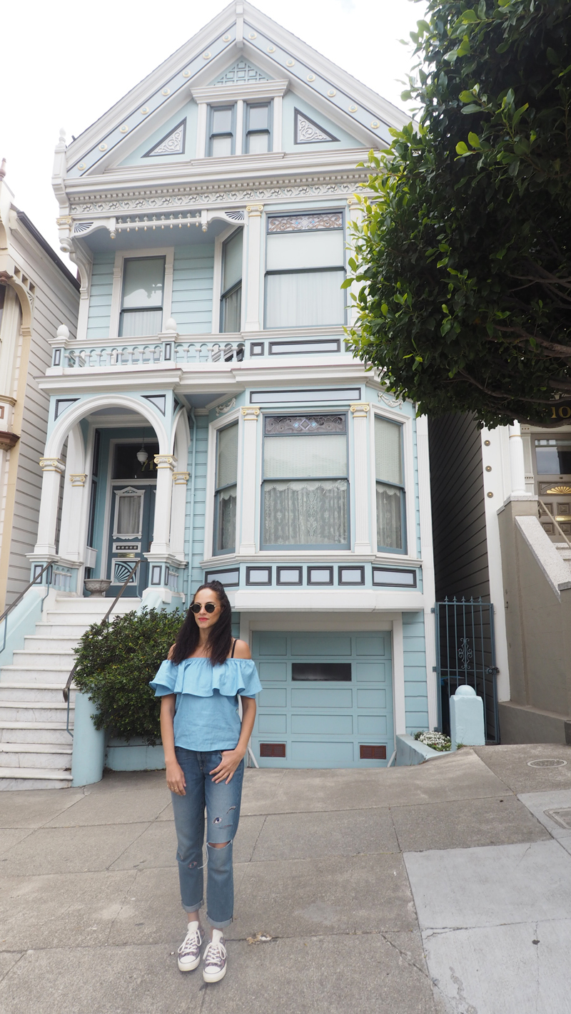 fashion blogger wearing Paife broyfriend jeans on A day in San Francisco