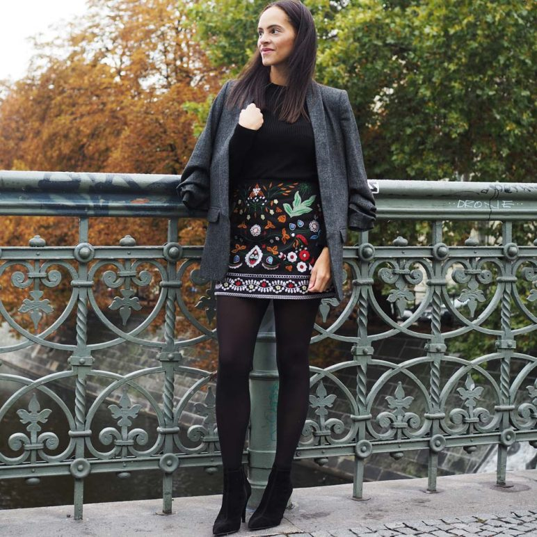Outfit – Floral embroidered skirt and grey blazer