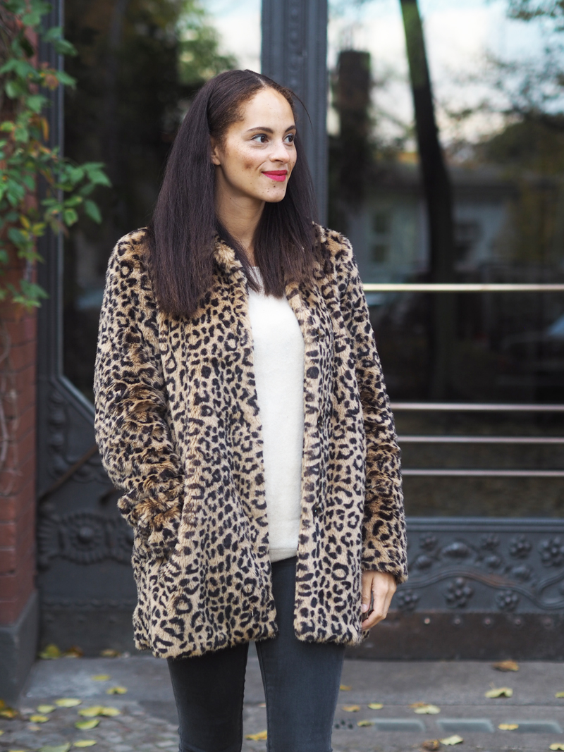 fashion blogger from Berlin Germany wearing leopard coat red booties Vagabond shoes