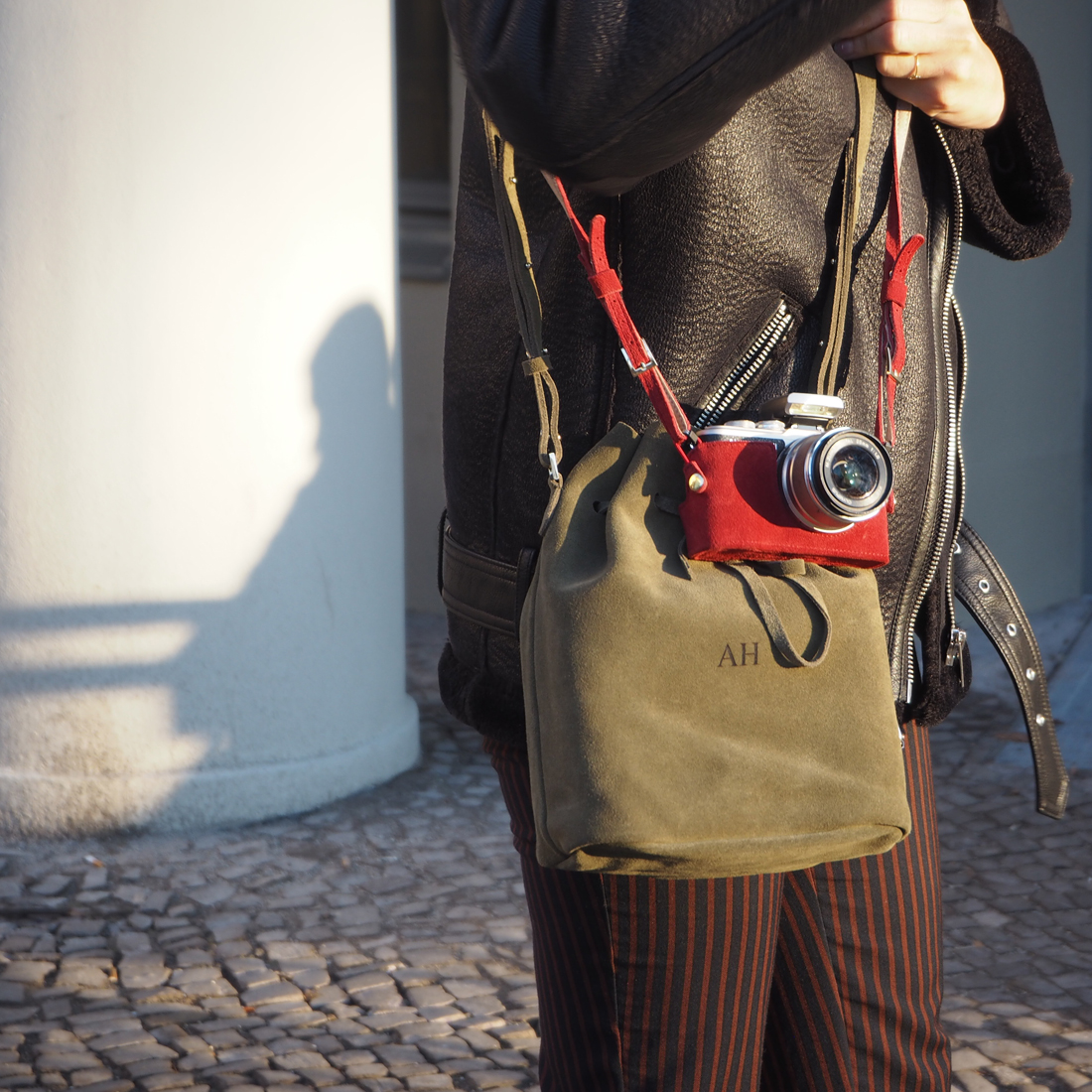 fashion accessories for the Olympus PEN E-PL8 camera outfit camera bucket bag