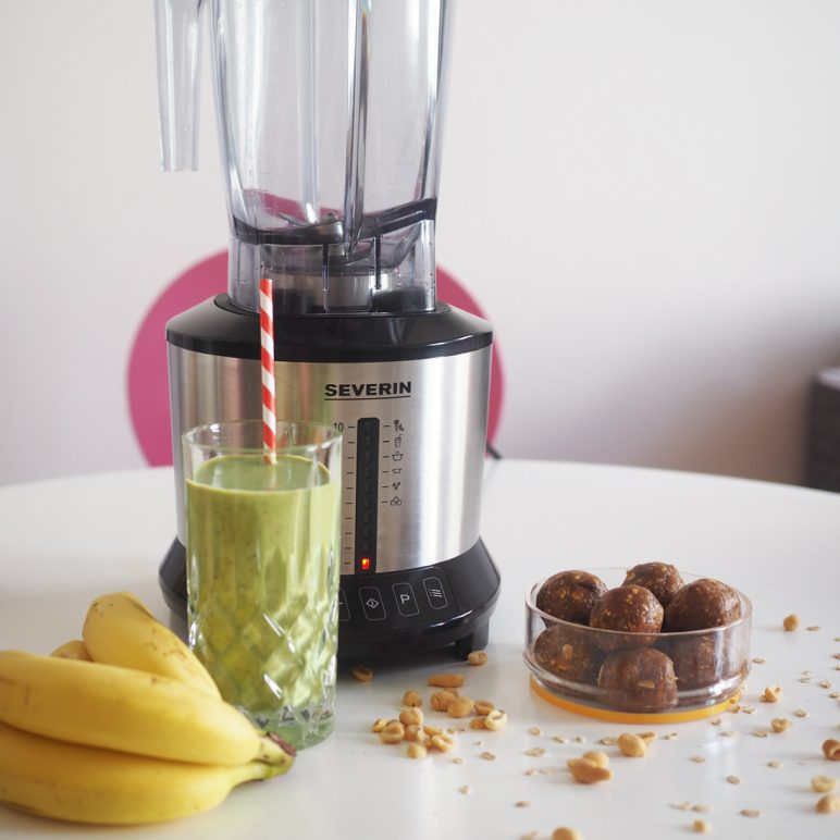 Frozen banana and peanut butter smoothie + bliss balls recipe