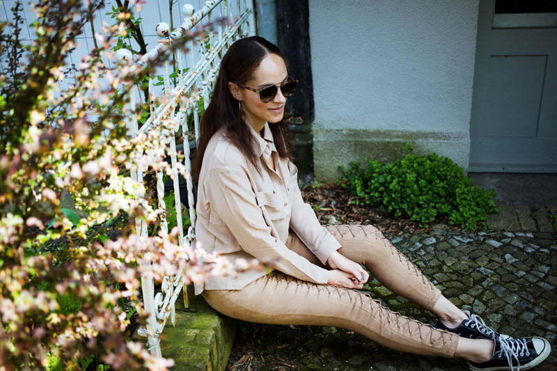 Berlin fashion blogger wearing Nude blouse and lace up pants_mini