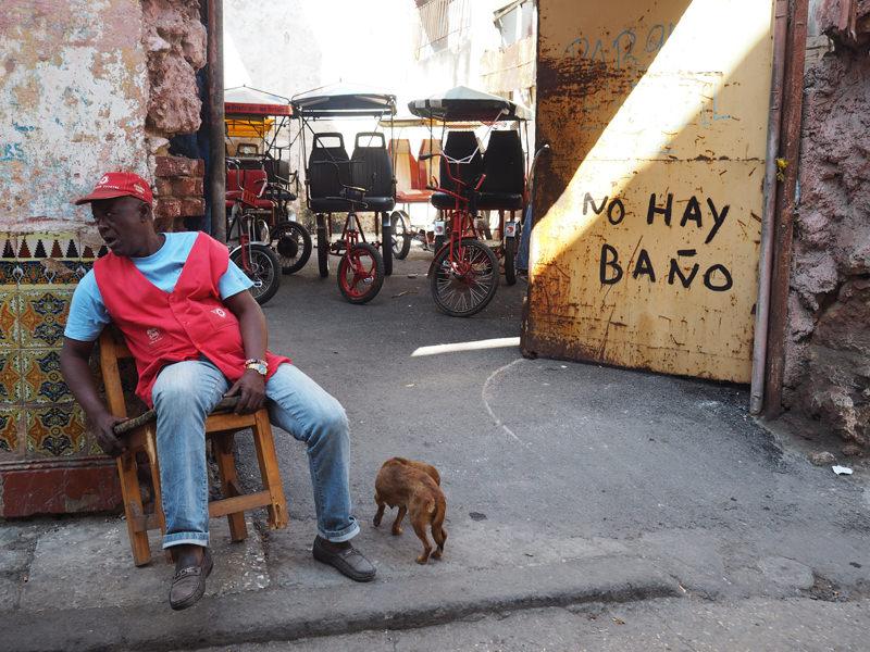 Cuba-Havana-Street-vendor