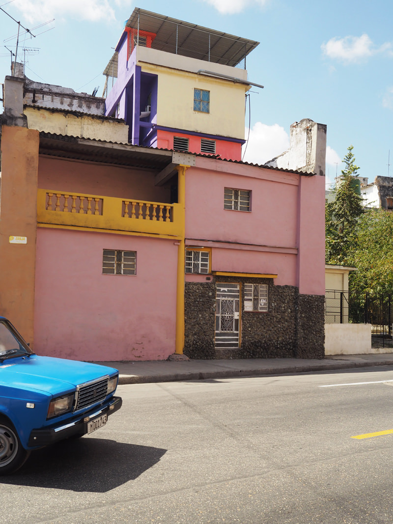 Cuba-Havana-colourful-streets
