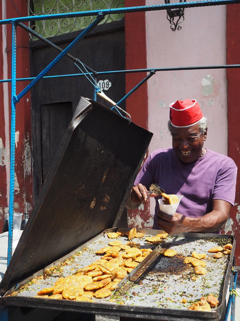 Cuba-Havana-streetfood-vendor