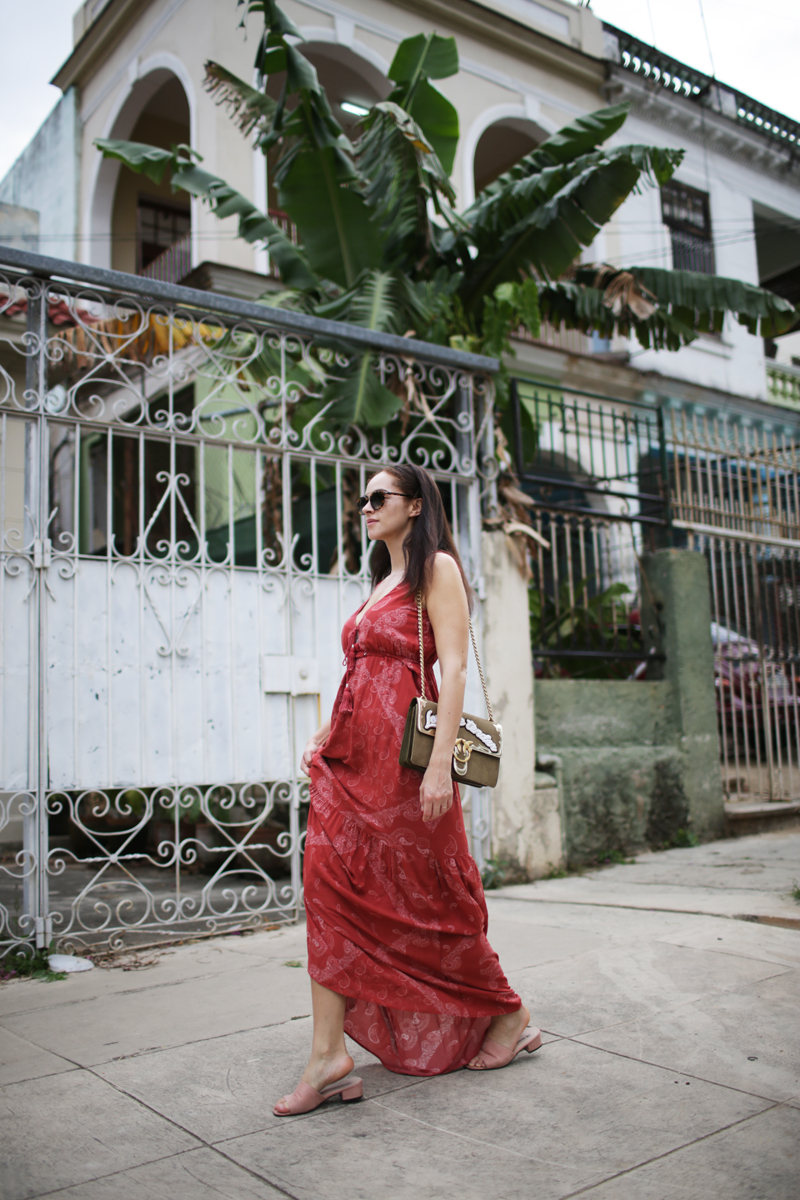 streetstyle Cuba outfit Pinko Love me Tender bag and Berlin Guess red maxi dress