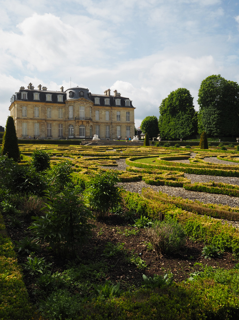 Highlights-in-the-east-of-Paris-with-Vienna-House-Champs-sur-marne-castle
