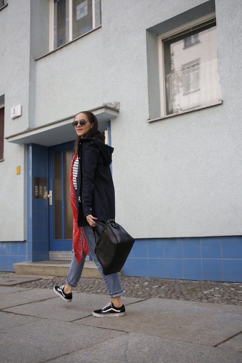 deutsche modeblogger Outfit idea - how to style a rain coat bomboogie