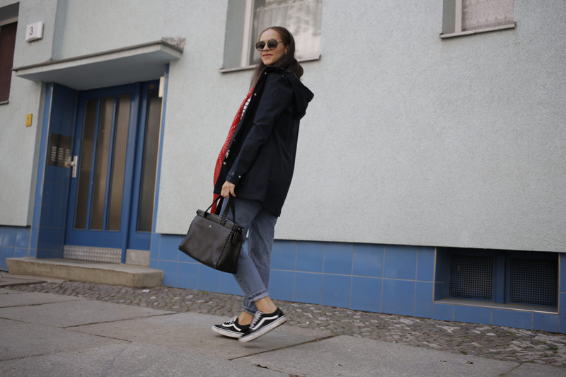 fashion blogger germany Outfit idea - how to style a rain coat bomboogie