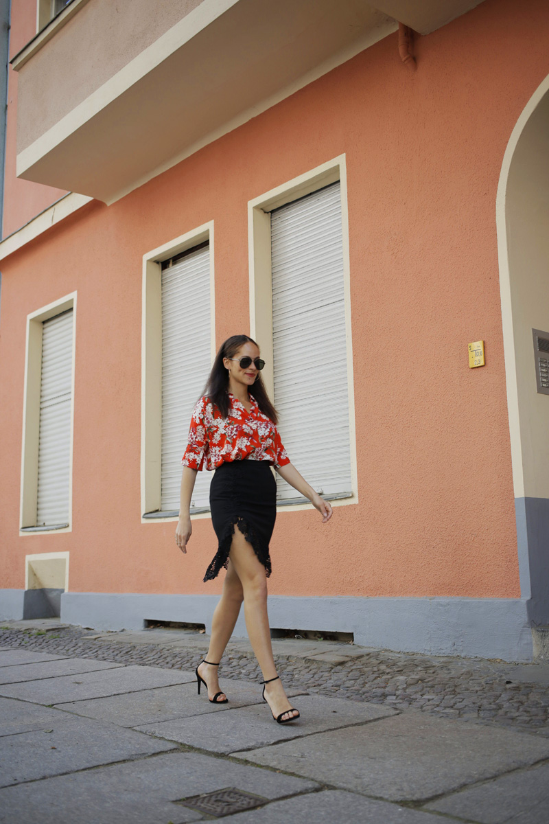 german fashion blogger outfit Oui blouse and black lace split midi skirt