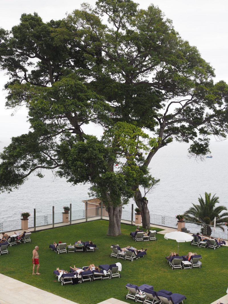 Review Belmond Reid's palace - Luxury hotel in Funchal, Madeira pool