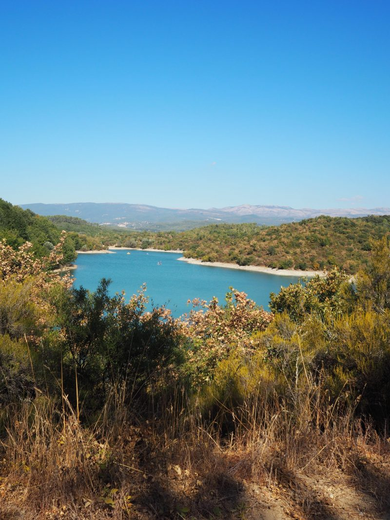 Places to visit in South of France in the Esterel massif Saint Cassien lake