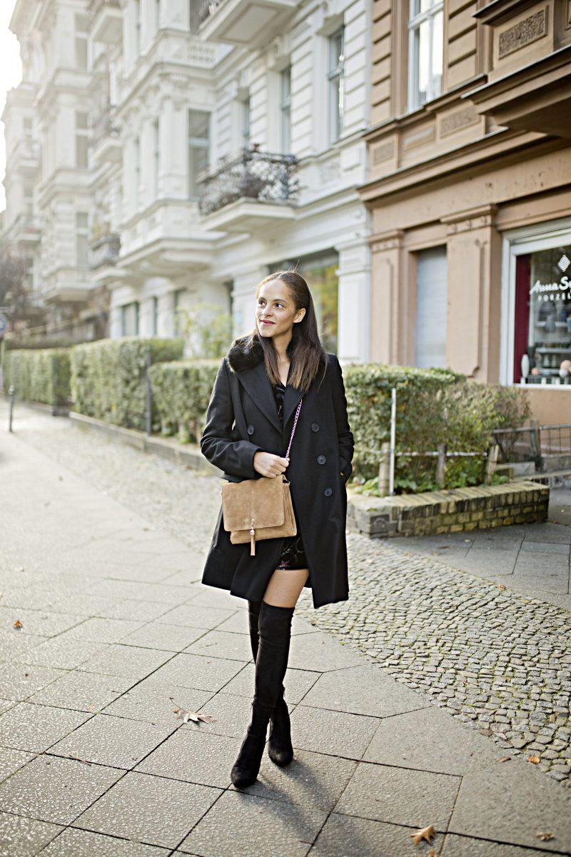 Berlin Fashion blogger Outfit - Black Faux fur collar coat