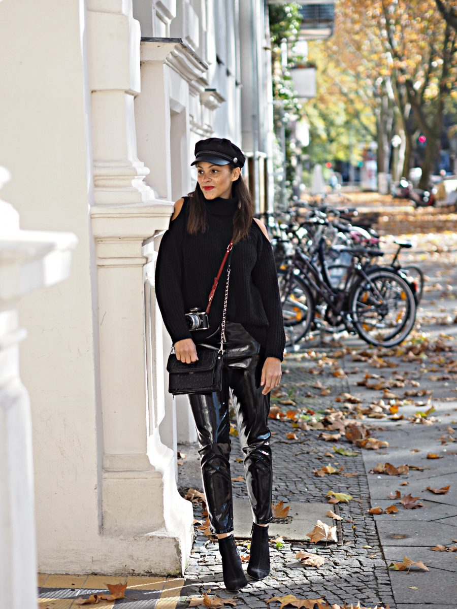 Berlin fashion blogger outfit vinyl pants