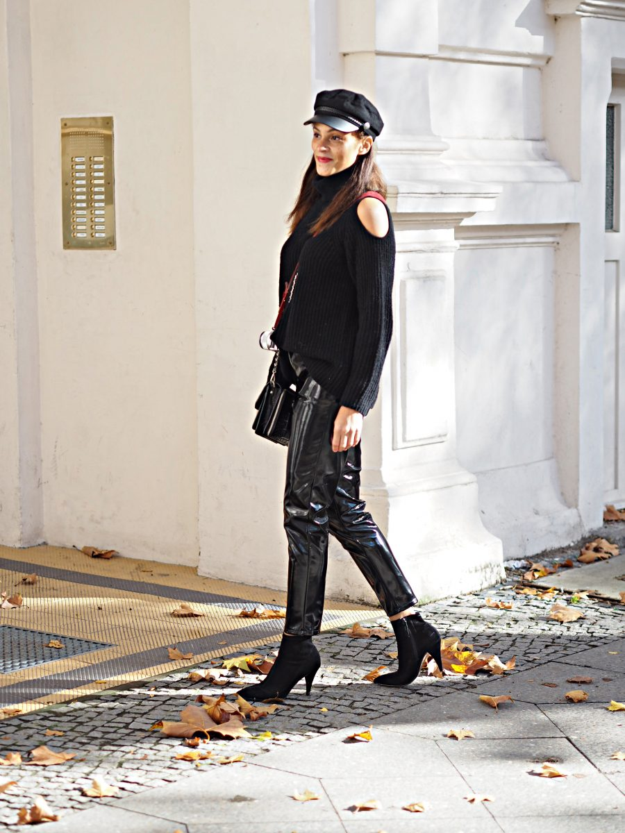 Fashion blogger berlin Germany vinyl pants off shoulder rollneck
