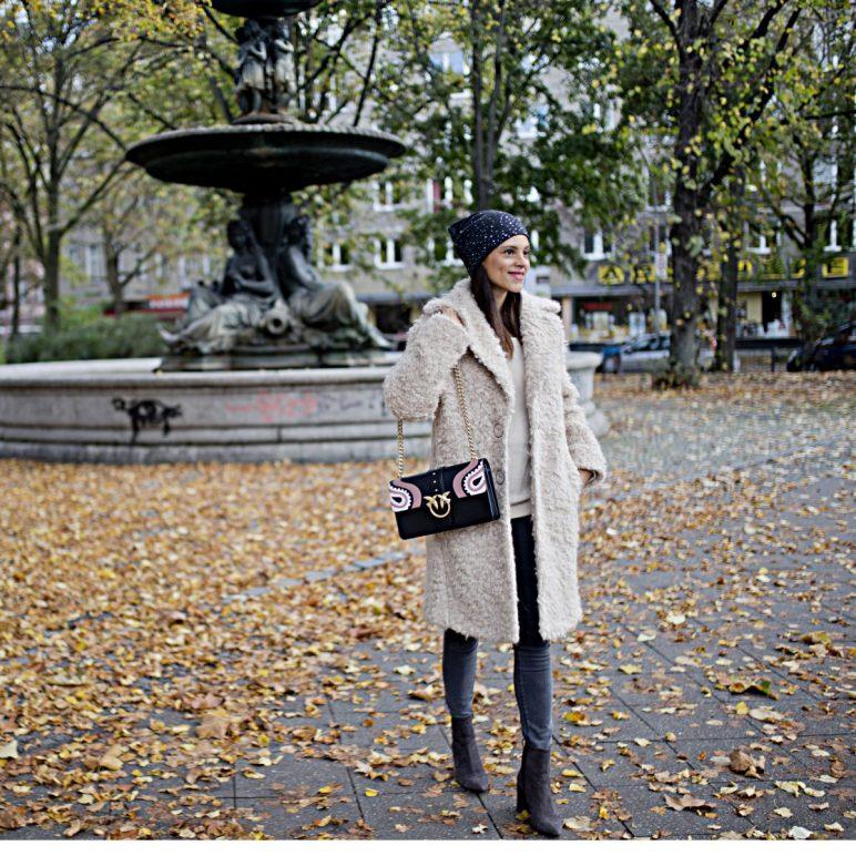 Outfit – Luisa Cerano Beige fake fur coat