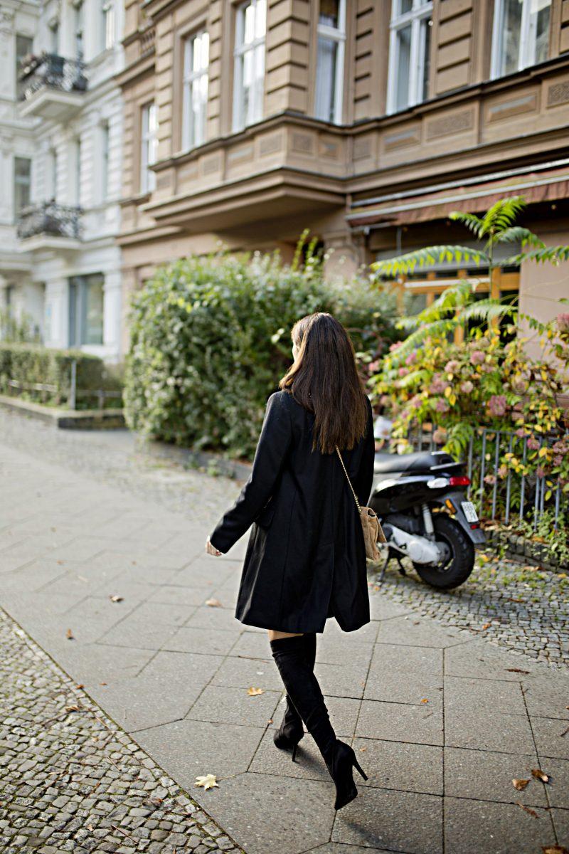 Outfit - Black Faux fur collar coat