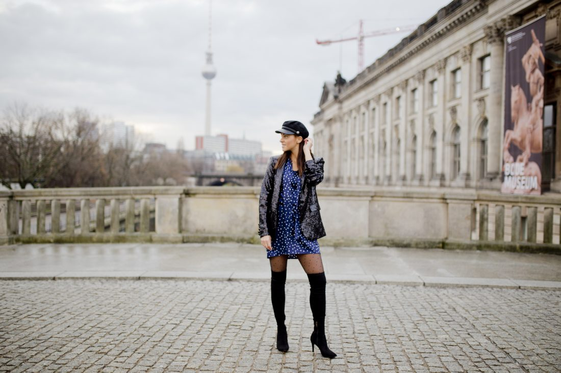 Inspiration, New Year's Eve outfit with sequin bazer and star dress