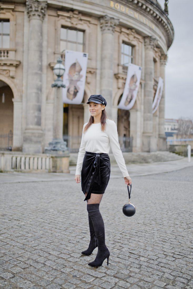 Inspiration – Christmas outfit – Velvet skirt and overknees