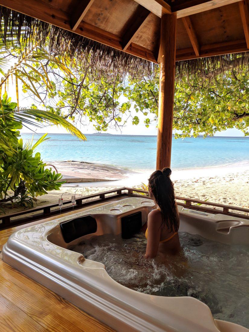 travel blogger maldives