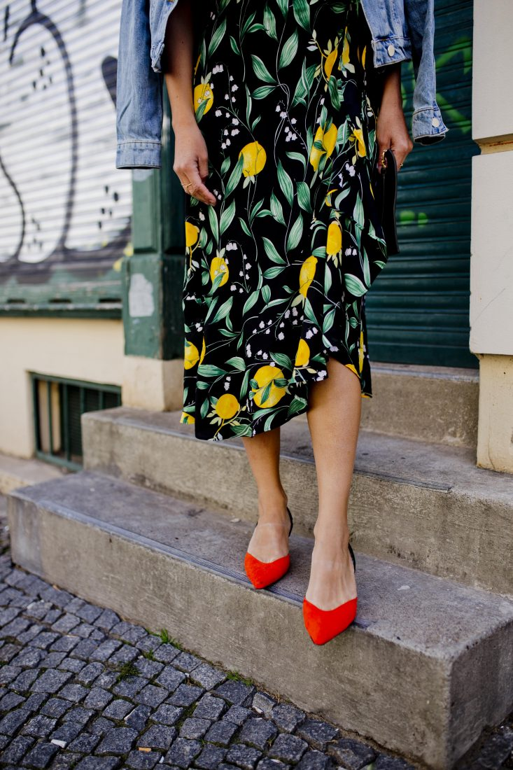 Spring outfit - Red kitten heels and lemon skirt details