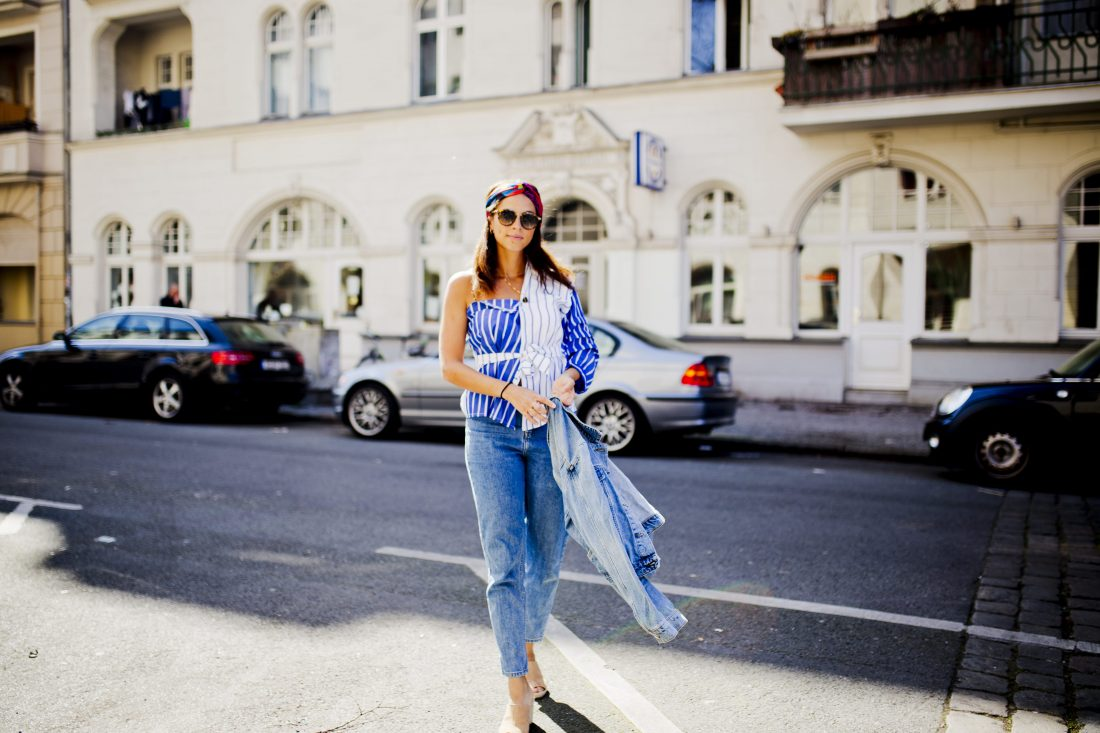 german fashion blogger Outfit - Denim on denim and one shoulder top