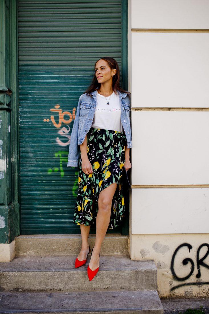 mode blogger Spring outfit - Red kitten heels and lemon skirt