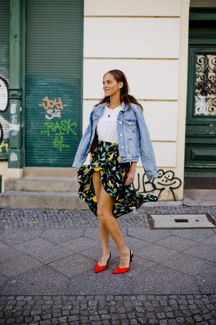 Spring outfit – Red kitten heels and lemon skirt