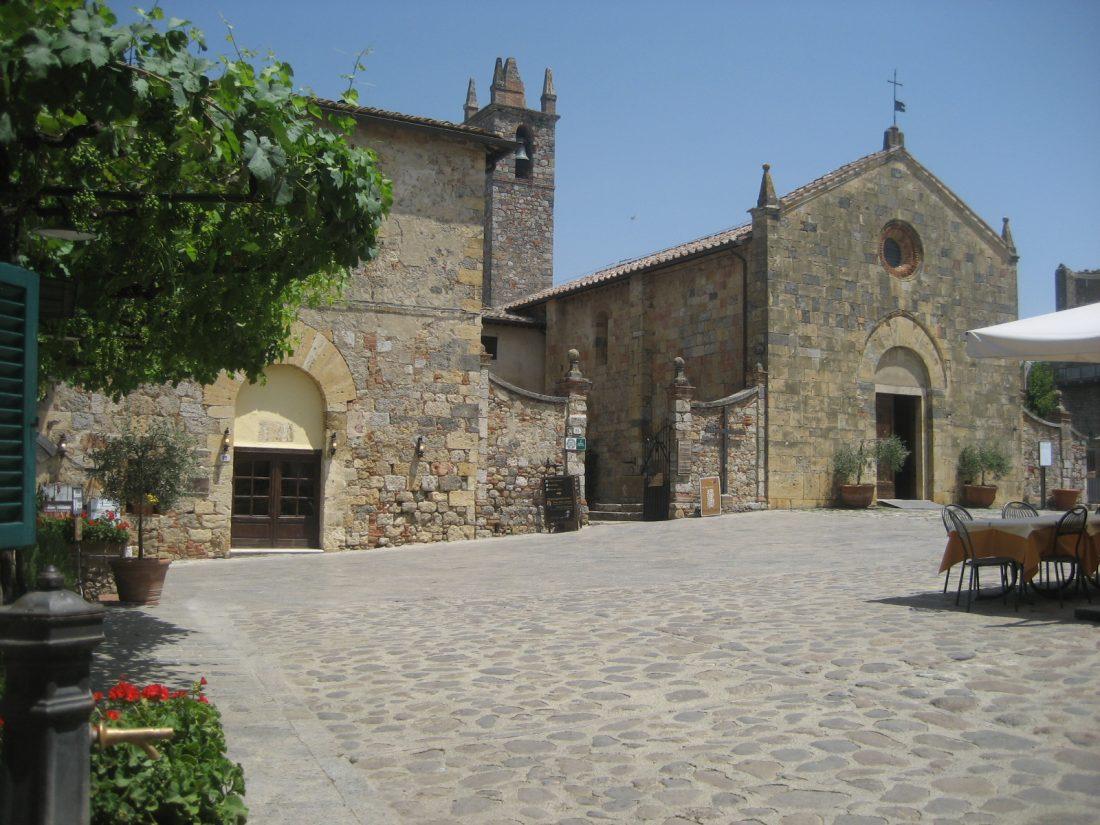 Tuscany Roadtrip Monteriggioni main square (1)