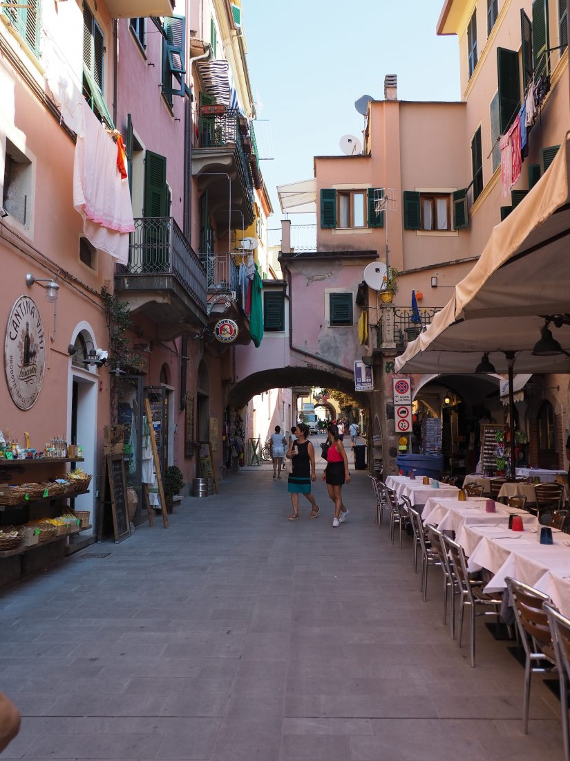One day in Cinque Terre Pictures Monterosso street 1