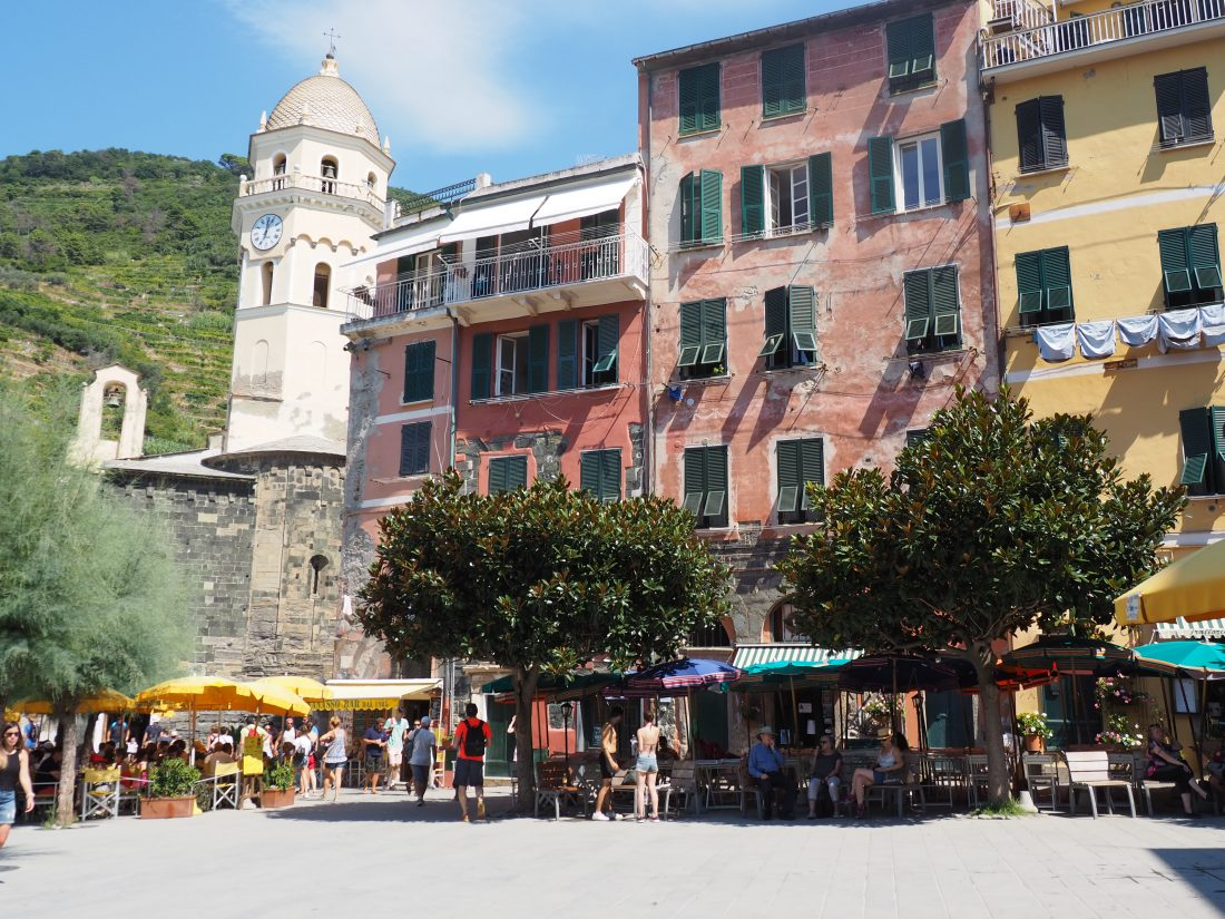 One day in Cinque Terre Pictures Vernazza Piazza