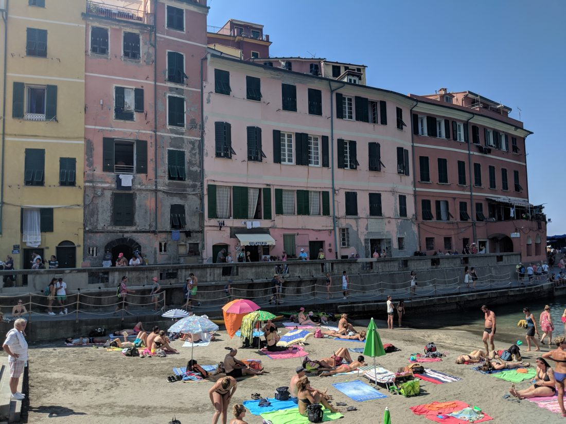 One day in Cinque Terre Pictures Vernazza beach