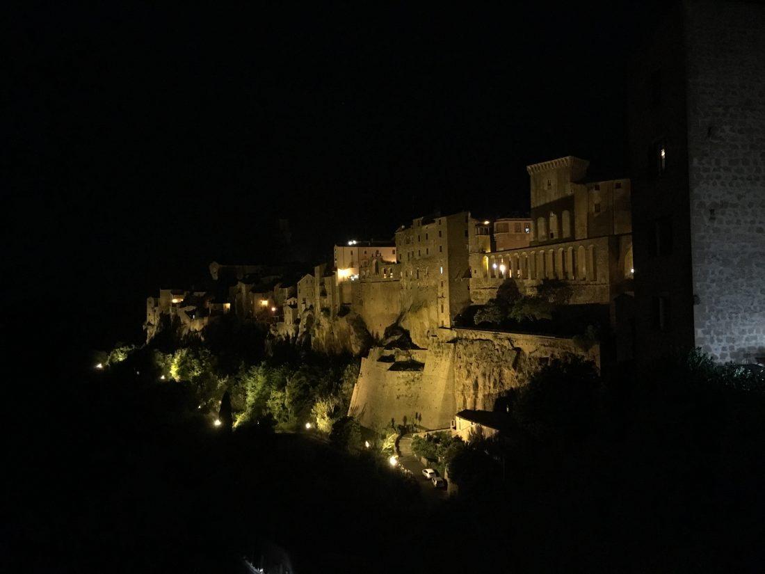Tuscany roadtrip town in tuscany Pitigliano