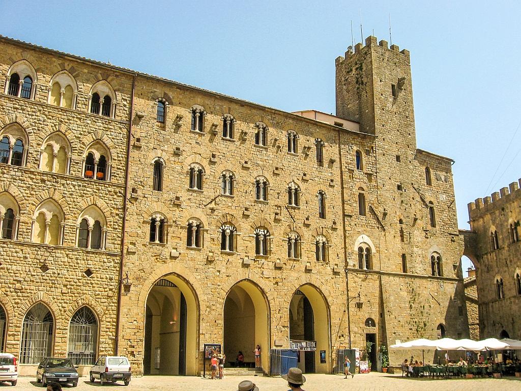 Tuscany Roadtrip Volterra-town in Tuscany-Italy