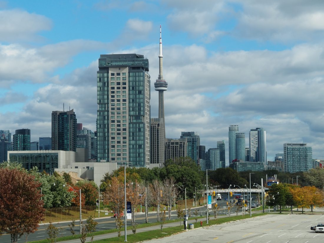3 days in Toronto - Cool things to do in Toronto - Food shopping and art guide CN Tower