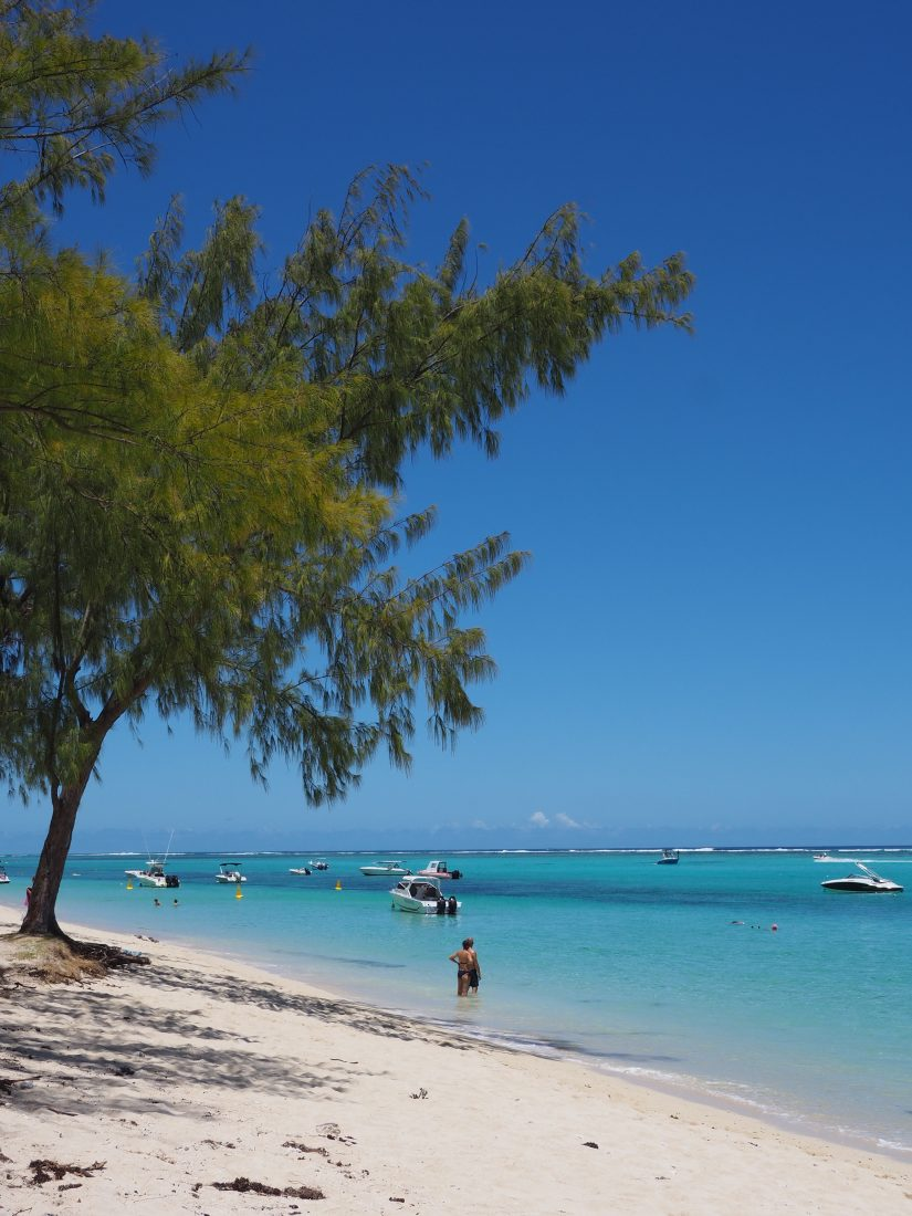Mauritius VS Maldives beach 2