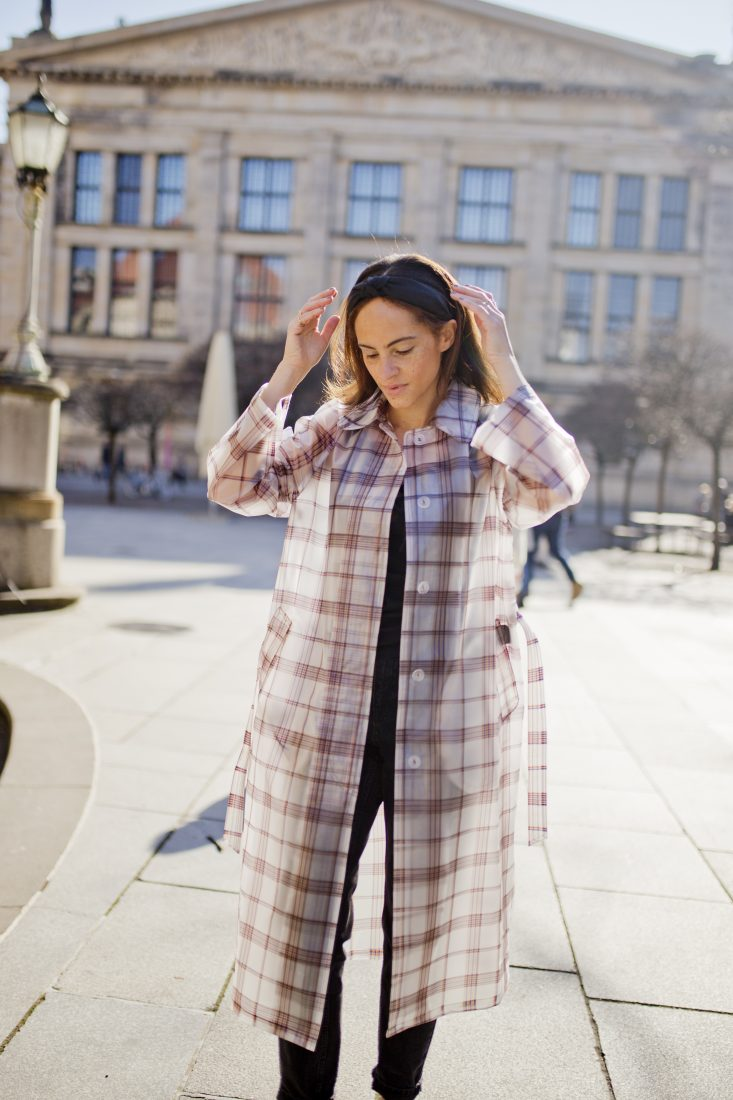 Berlin fashion blogger Maje transparent check coat - Outfit 4
