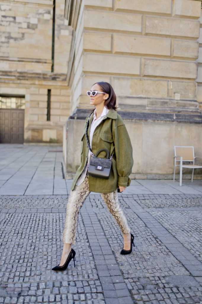 Styling snake print trousers German influencer