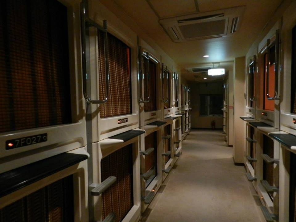 Unique things to do in Tokyo – Spend a night in a capsule hotel