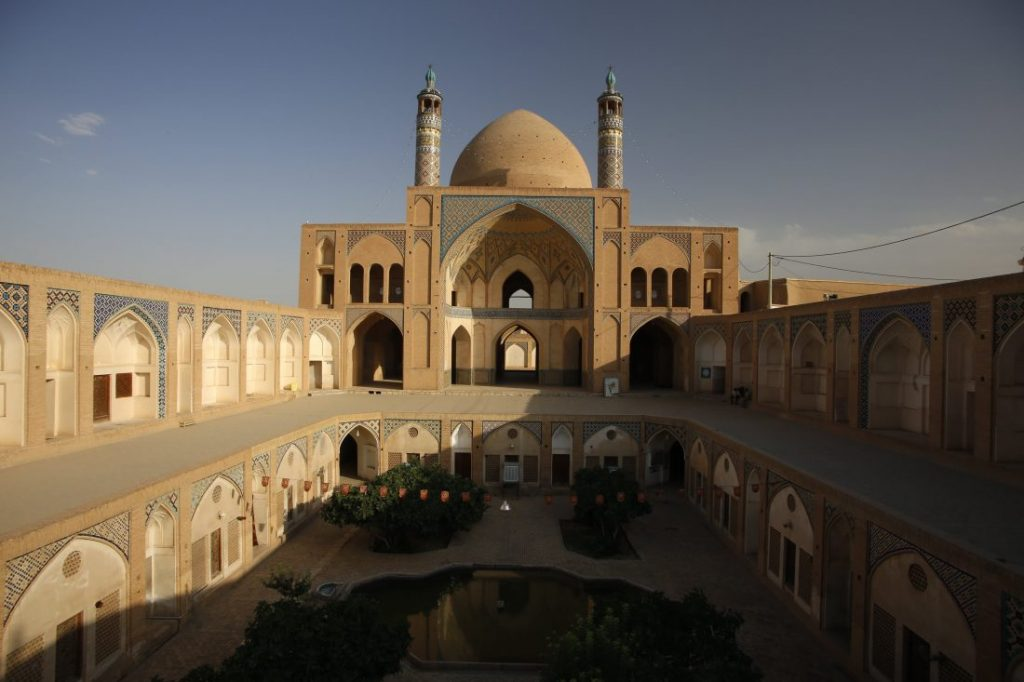 Places to visit in Iran - Iran itinerary with Igopersia Kashan mosque
