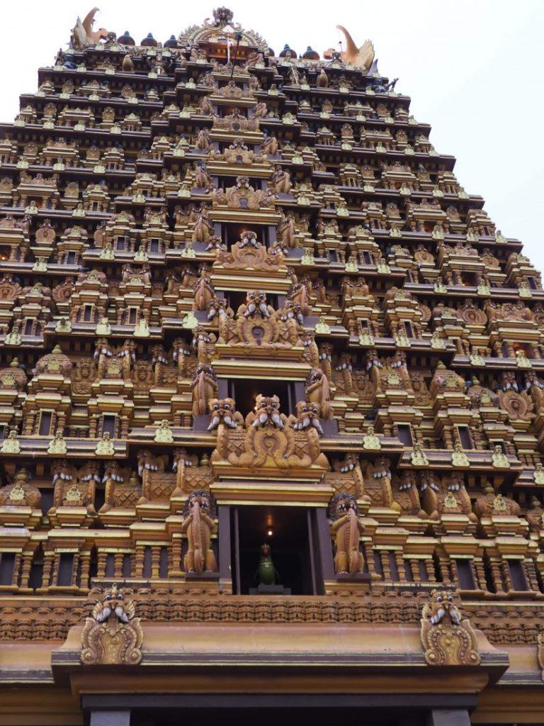 Sri Lanka itinerary - Sri Lanka travel blog Nainativu Nagapooshani Amman temple Nallur Kandaswami Kovil