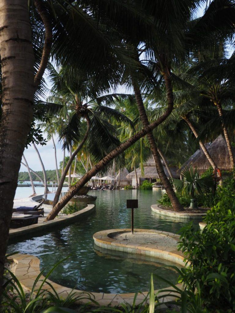 pool Shangri La Maldives review 1