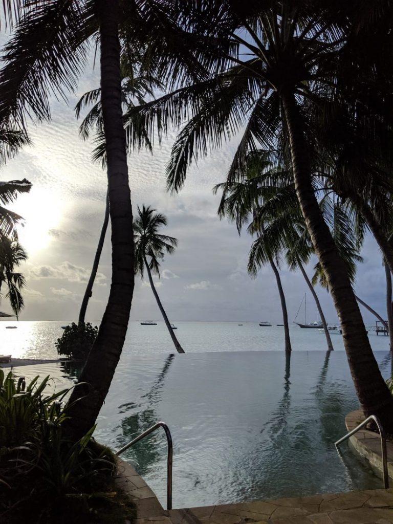 pool Shangri La Maldives review
