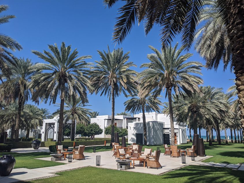 Where to sleep in Muscat - Chedi Muscat outside area