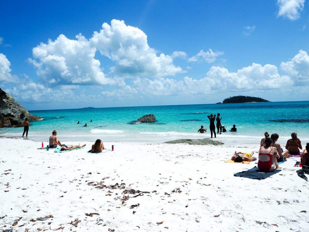 3 days itinerary sailing trip Whitsundays Whitehaven Betty's Beach-min